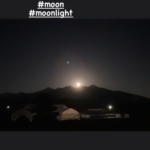 月と八ヶ岳。